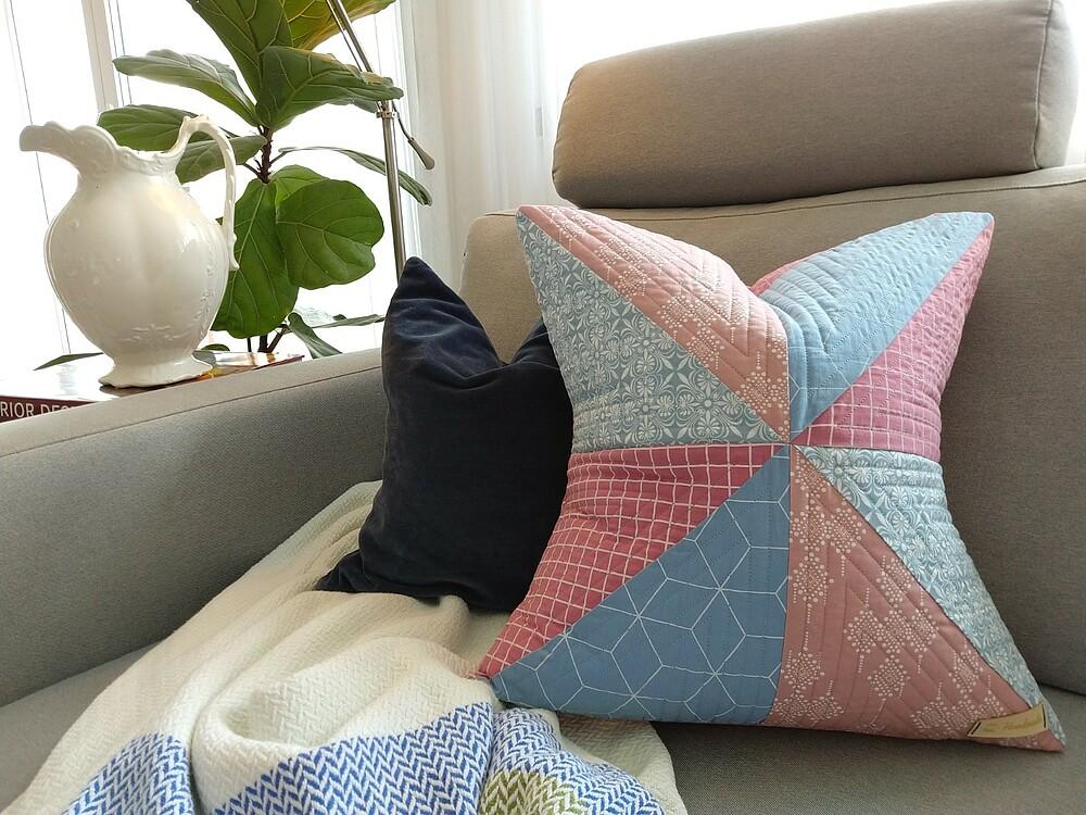 Comment créer un coussin en quilt: Étape 5: L´assemblage du coussin